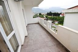 Балкон. Черногория, Шушань : Апартамент с отдельной спальней в 250 метрах от моря