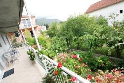Балкон. Черногория, Доня Ластва : Уютная студия возле моря
