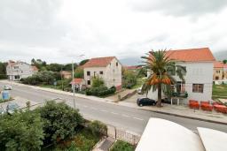 Вид. Черногория, Доня Ластва : Апартамент с отдельной спальней, с балконом с видом на море, 80 метров до пляжа