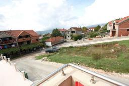 Вид на море. Черногория, Тиват : Апартамент с отдельной спальней, с балконом с видом на море