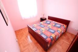Спальня 2. Черногория, Селяново : 2-х уровневый апартамент для 4 человек, с 2-мя отдельными спальнями, с балконом с видом на море
