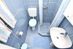Ванная комната. Черногория, Доня Ластва : Студия для 2-3 человек, 30 метров до моря
