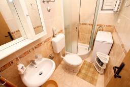 Черногория, Доня Ластва : Апартамент для 2-5 человек, с отдельной спальней, 60 метров до моря