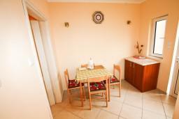 Студия (гостиная+кухня). Черногория, Тиват : Студия в Тивате на первом этаже в 600 метрах от моря