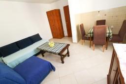Гостиная. Черногория, Селяново : Апартамент для 3-6 человек, с отдельной спальней