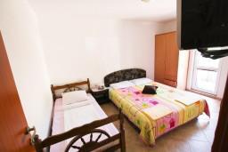 Спальня. Черногория, Селяново : Апартамент для 3-6 человек, с отдельной спальней