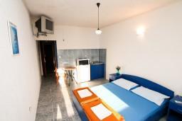 Черногория, Доня Ластва : Студия для 2-3 человек, с балконом с видом на море