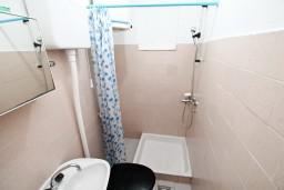 Ванная комната. Черногория, Селяново : Студия для 3 человек, возле пляжа