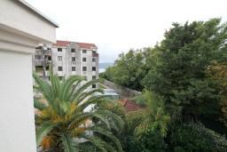 Вид на море. Черногория, Селяново : Апартамент в Селяново с отдельной спальней, 20 метров до моря
