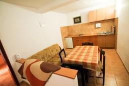 Гостиная. Черногория, Ульцинь : Апартамент с отдельной спальней с террасой