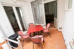 Терраса. Черногория, Ульцинь : Апартамент с отдельной спальней с террасой