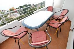 Балкон. Черногория, Ульцинь : Апартамент с отдельной спальней, с балконом с шикарным видом на море