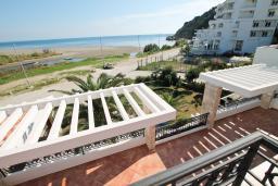 Вид на море. Черногория, Велика плажа : Двухкомнатный номер с балконом с видом на море