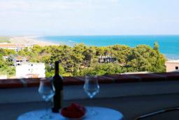 Вид на море. Черногория, Велика плажа : Апартамент с 1 спальней, балконом и видом на море