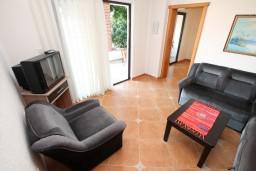 Гостиная. Черногория, Велика плажа : Апартамент с 2 спальнями, 2 ванными и террасой с видом на море