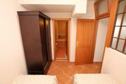 Спальня. Черногория, Велика плажа : Апартамент с 2 спальнями, 2 ванными и террасой с видом на море