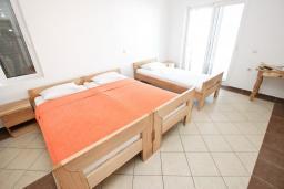 Гостиная. Черногория, Велика плажа : Апартамент с отдельной спальней на первом этаже