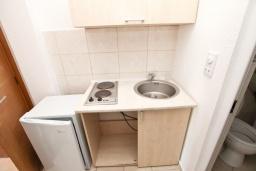 Кухня. Черногория, Велика плажа : Апартамент с отдельной спальней на первом этаже