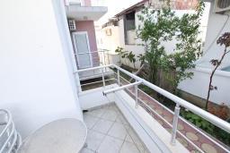 Балкон. Черногория, Велика плажа : Апартамент с отдельной спальней на первом этаже