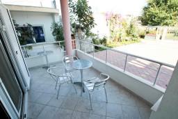 Балкон 2. Черногория, Велика плажа : Апартамент с отдельной спальней на первом этаже