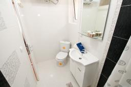 Ванная комната. Черногория, Игало : Апартамент для 4-6 человек, 2 отдельных спальни