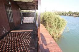 Терраса. Черногория, Ада Бояна : Деревянный домик на Ада Бояне с большой террасой площадью 40м2, предоставляется лодка, лежаки