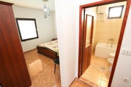 Спальня 2. Черногория, Ульцинь : Апартамент для 7 человек, с 3-мя отдельными спальнями, с 3-мя ванными комнатами, с большой гостиной и кухней, с балконом с видом на море