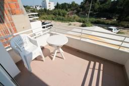 Черногория, Велика плажа : Двухуровневая комната для 5 человек, с балконом с видом на море, 30 метров до пляжа