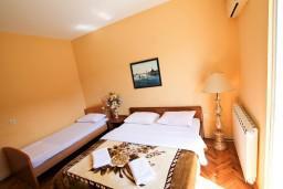 Спальня 2. Черногория, Велика плажа : Апартамент для 5 человек, с 2-мя отдельными спальнями, с 2-мя ванными комнатами