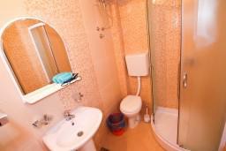 Ванная комната 2. Черногория, Велика плажа : Апартамент для 5 человек, с 2-мя отдельными спальнями, с 2-мя ванными комнатами