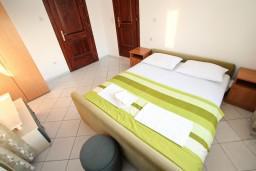 Черногория, Ульцинь : Комната для 2 человек, с общей кухей, 50 метров до моря