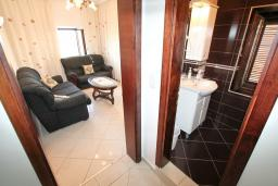 Гостиная. Черногория, Ульцинь : Апартамент с отдельной спальней, 50 метров до моря