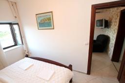 Спальня. Черногория, Ульцинь : Апартамент с отдельной спальней, 50 метров до моря