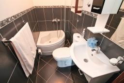 Ванная комната. Черногория, Ульцинь : Студия в Ульцине в 50 метрах от моря