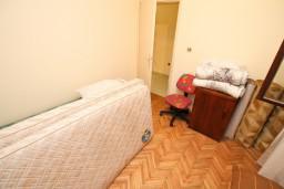 Спальня 3. Черногория, Ульцинь : Апартамент для 6-8 человек, с 3-мя отдельными спальнями, с террасой с видом на море