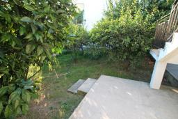 Терраса. Черногория, Велика плажа : Апартамент с отдельной спальней на первом этаже