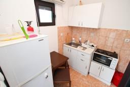 Кухня. Черногория, Велика плажа : Студия для 2-3 человек