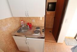 Кухня. Черногория, Велика плажа : Апартамент с отдельной спальней в Велика плажа