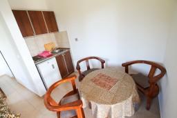 Гостиная. Черногория, Велика плажа : Апартамент с отдельной спальней в 500 метрах от моря