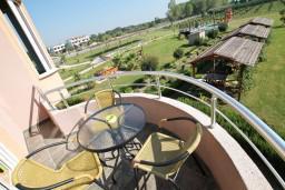 Балкон. Черногория, Велика плажа : Двухуровневый апартамент с отдельной спальней