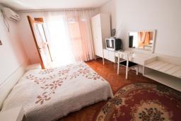 Студия (гостиная+кухня). Черногория, Ульцинь : Студия с террасой с шикарным видом на море