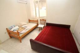 Спальня 2. Черногория, Ульцинь : Апартамент для 10 человек, с 3-мя отдельными спальнями, с 3-мя ванными комнатами, с большой террасой с видом на море