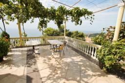 Терраса. Черногория, Ульцинь : Апартамент для 10 человек, с 3-мя отдельными спальнями, с 3-мя ванными комнатами, с большой террасой с видом на море