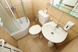 Ванная комната. Черногория, Ульцинь : Комната для 3 человек, с общей кухней