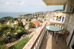 Балкон. Черногория, Ульцинь : Комната для 4 человек, с общей кухней, с балконом с шикарным видом на море