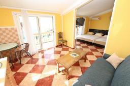 Студия (гостиная+кухня). Черногория, Ульцинь : Большая студия с балконом с шикарным видом на море