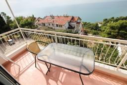 Балкон. Черногория, Ульцинь : Апартамент для 6 человек, с 2-мя отдельными спальняим, с балконом с видом на море