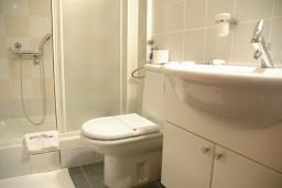 Ванная комната. Черногория, Будва : Стандартный номер