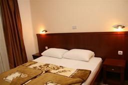 Спальня. Черногория, Будва : Апартамент с отдельной спальней и видом на море (№18 APP 02+1 SV)