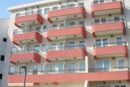 Фасад дома. Radjenovic 4* в Будве